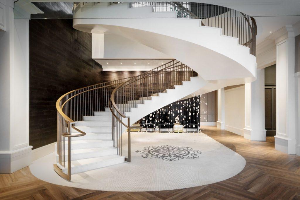 Elizabeth hotel circular staircase